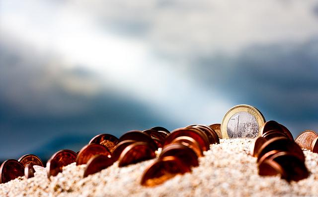 Playa con monedas