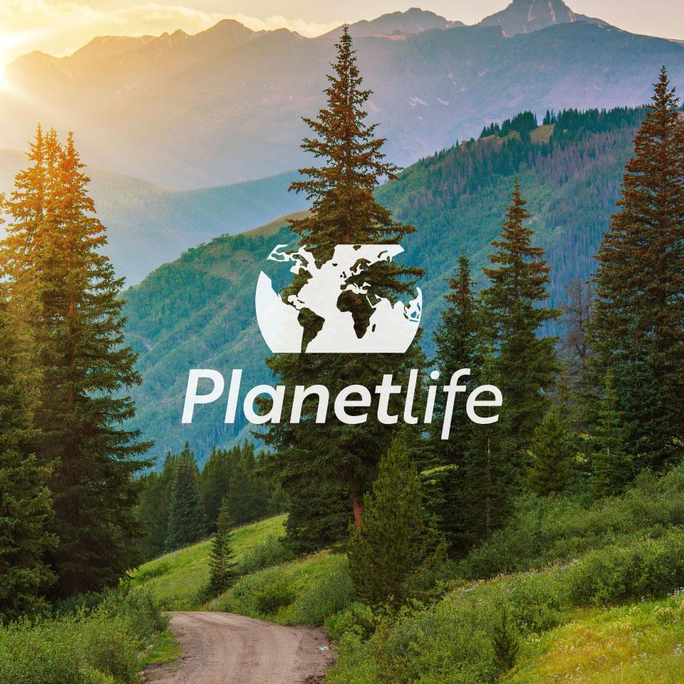 Paisaje verde con la palabra Planetlife